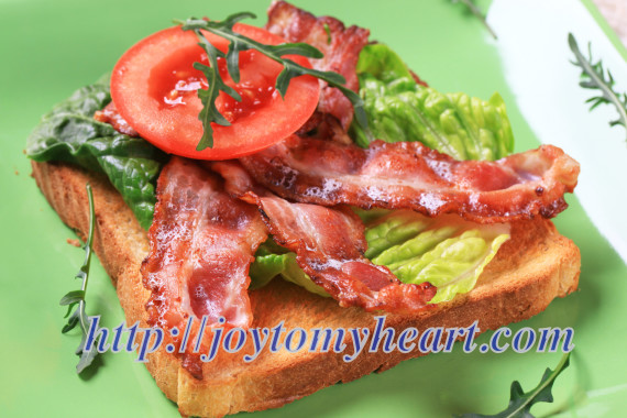 Toast with crispy bacon strips