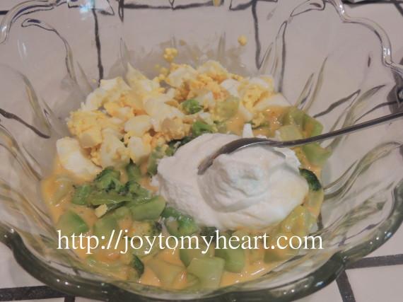 Broccoli sauced eggs mix