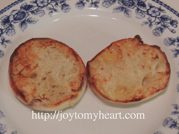 broccoli sauced eggs toast
