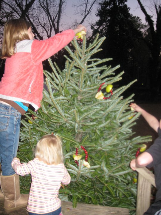 kids decorating birds tree